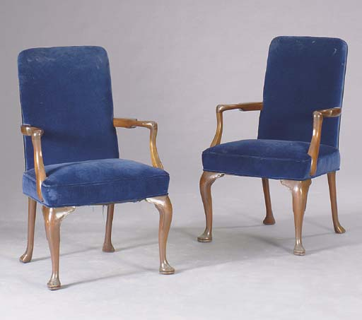 A PAIR OF QUEEN ANNE STYLE MAH