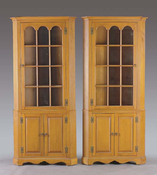 A PAIR OF CHIPPENDALE STYLE WA