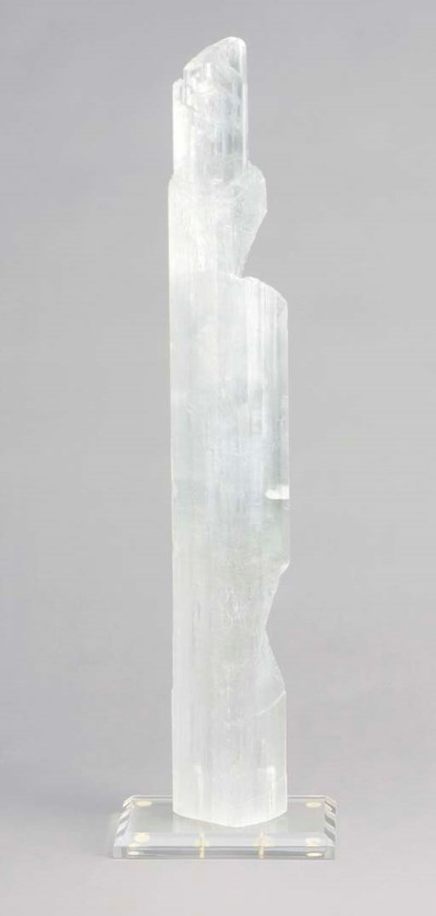 A MOUNTED QUARTZ CRYSTAL SPECI