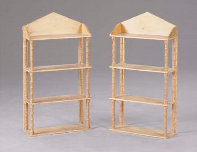 A PAIR OF VICTORIAN FOUR-TIERE