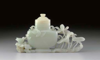 A WHITE JADE VASE AND LOTUS GR