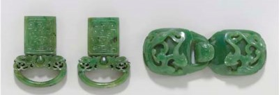 A GREEN JADE BELT BUCKLE AND A