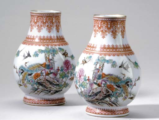 A  PAIR OF FAMILLE ROSE  PEAR-