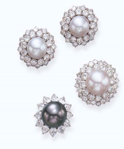 A SET OF CULTURED PEARL AND DI