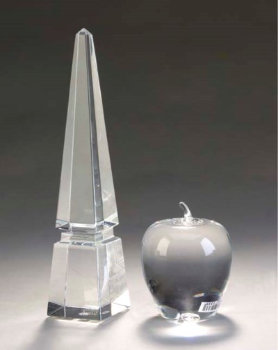 A GROUP OF CLEAR GLASS TABLE A