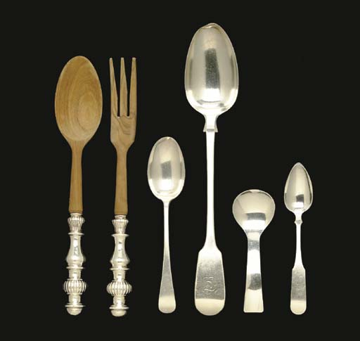 A GROUP OF SILVER FLATWARE,