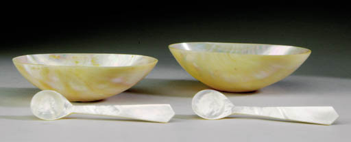 A MOTHER-OF-PEARL CAVIAR SET,