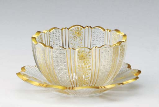 A SET OF CONTINENTAL GILT AND CUT-GLASS FINGER BOWLS AND UNDERPLATES,