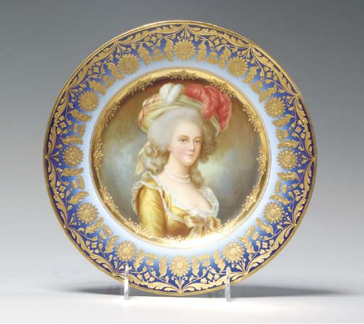 A VIENNA PORCELAIN CABINET PLATE,