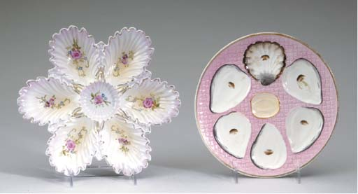 A CONTINENTAL PORCELAIN OYSTER PLATE AND A MAJOLICA TYPE OYSTER PLATE,