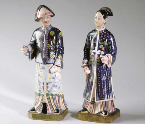 A PAIR OF CHINESE EXPORT STYLE PORCELAIN NODDING HEAD FIGURES OF MANDARINS,