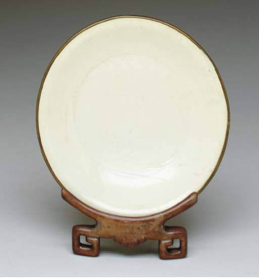 A CHINESE INCISED WHITE DISH,