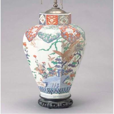 A JAPANESE IMARI PATTERN BALUS