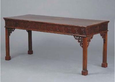 A GEORGIAN MAHOGANY SIDE TABLE