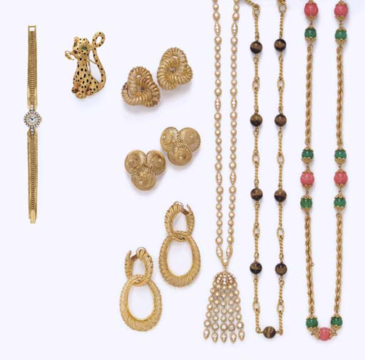 **A GROUP OF JEWELRY