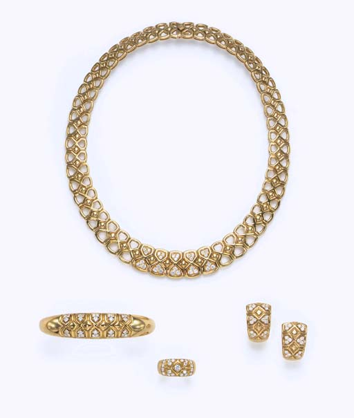 A SUITE OF GOLD AND DIAMOND JEWELRY
