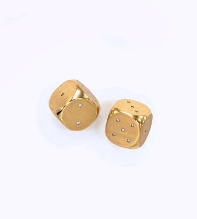 A PAIR OF GOLD AND DIAMOND DIC