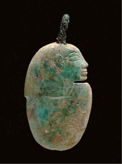 AN EGYPTIAN GLASS HEART AMULET