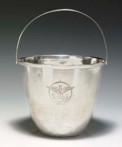 AN ICE BUCKET IN PLATE FOR THE