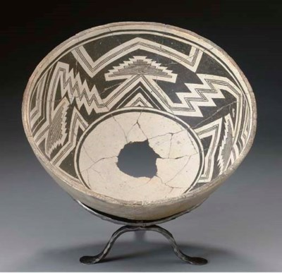 A MIMBRES BLACK-ON-WHITE BOWL