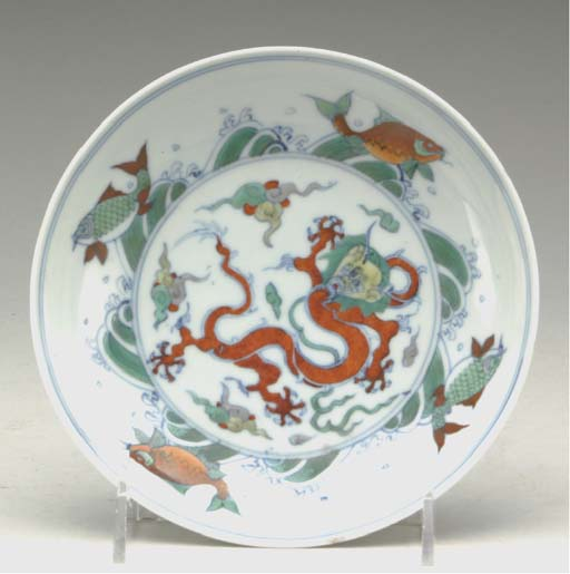 A CHINESE DOUCAI ENAMELLED POR