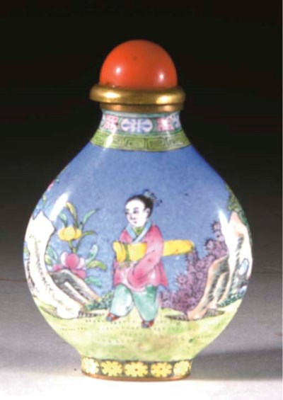 A CHINESE CANTON ENAMEL SNUFF