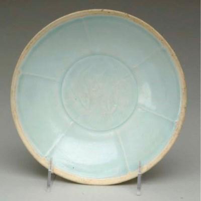 A CHINESE QINGBAI GLAZED POTTE