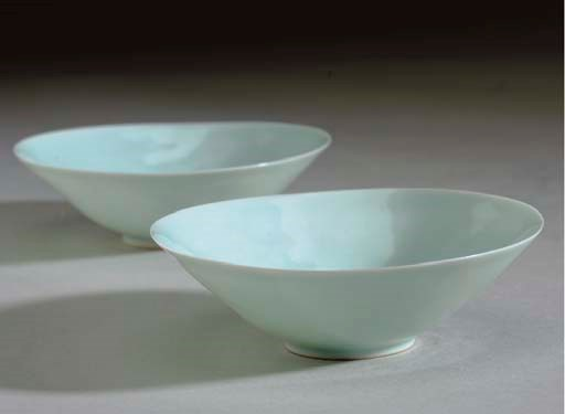 A PAIR OF SMALL ANHUA-DECORATE