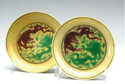 A PAIR OF CHINESE GREEN AND AU