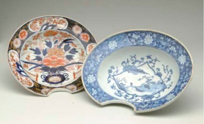 A CHINESE EXPORT BLUE AND WHIT