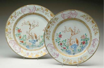 A LARGE FAMILLE ROSE AND GILT-