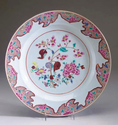 A LARGE FAMILLE ROSE CHARGER,