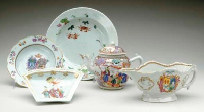THREE CHINESE EXPORT PORCELAIN