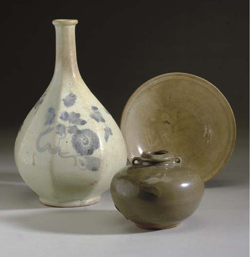 A GROUP OF ASIAN PORCELAIN BLU