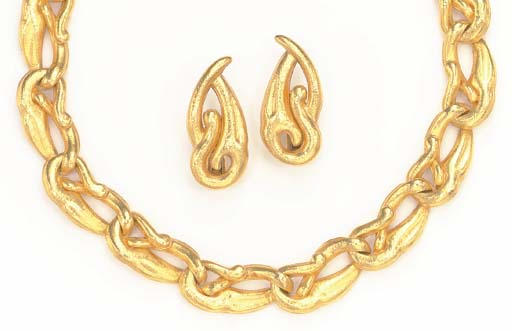 A SUITE OF 18K GOLD JEWELRY, B