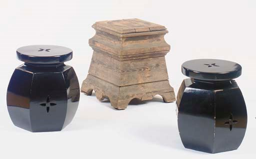 A PAIR OF CHINESE STYLE BLACK