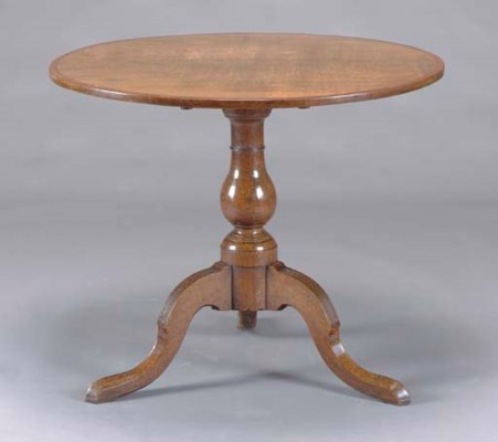 AN OAK TILT-TOP TEA TABLE,