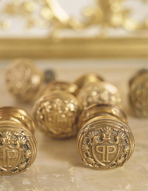 A SET OF SIX BRASS DOORKNOBS