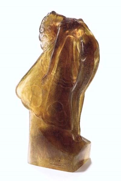 'Femme Papillon' A Pâte-de-Cri