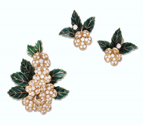 A SET OF DIAMOND, GREEN ENAMEL