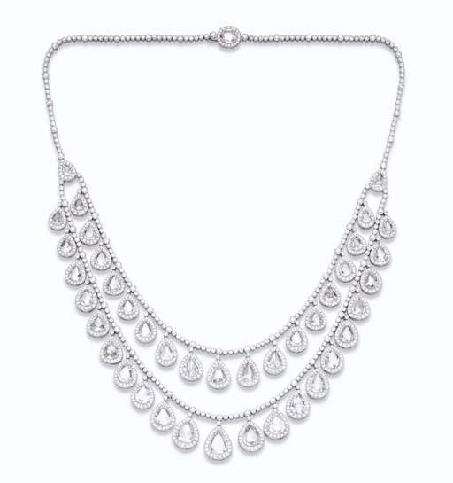 A DIAMOND SWAG NECKLACE