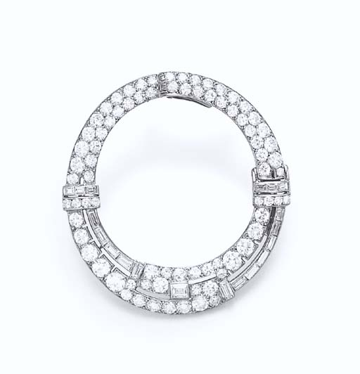 AN ART DECO DIAMOND DRESS CLIP