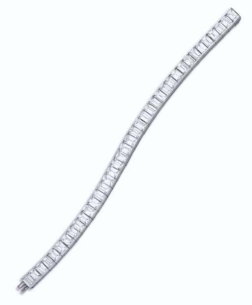 A DIAMOND LINE BRACELET, BY OS