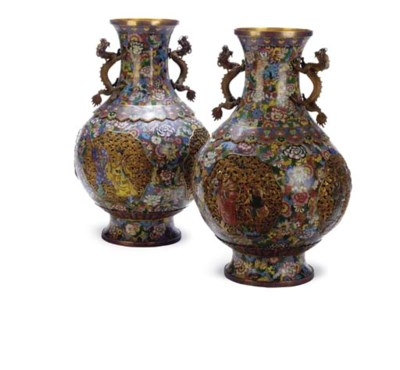 A PAIR OF CHINESE CLOISONNE PE