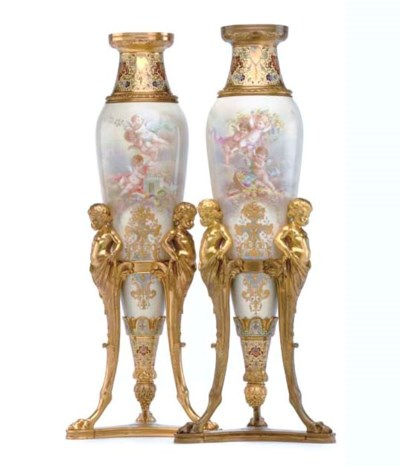 A PAIR OF ORMOLU-MOUNTED CHAMP