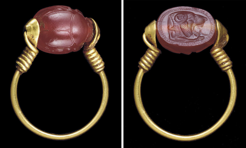 AN EAST GREEK GOLD AND CARNELIAN SCARAB FINGER RING