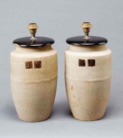 A PAIR OF JAPANESE EARTHENWARE