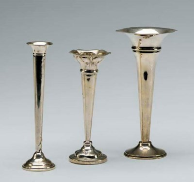 A PAIR OF SILVER BUD VASES AND