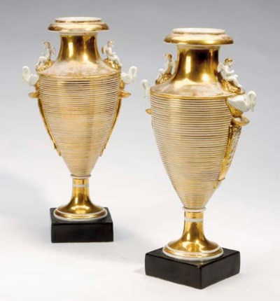 A PAIR OF CONTINENTAL GILT POR
