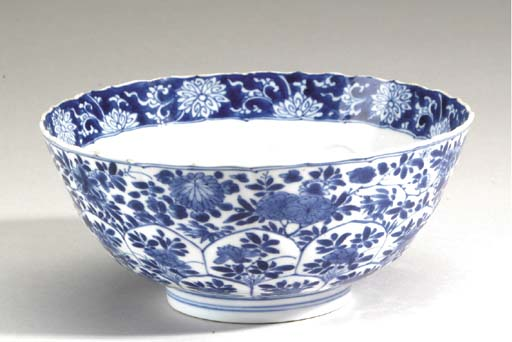 A BLUE AND WHITE DEEP LOTUS-FORM BOWL,